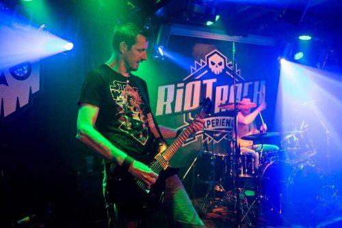 Riot Rock artiest gitarist van Old mans riot