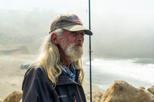Visser langs de kust van highway 1 in Caliifornië
