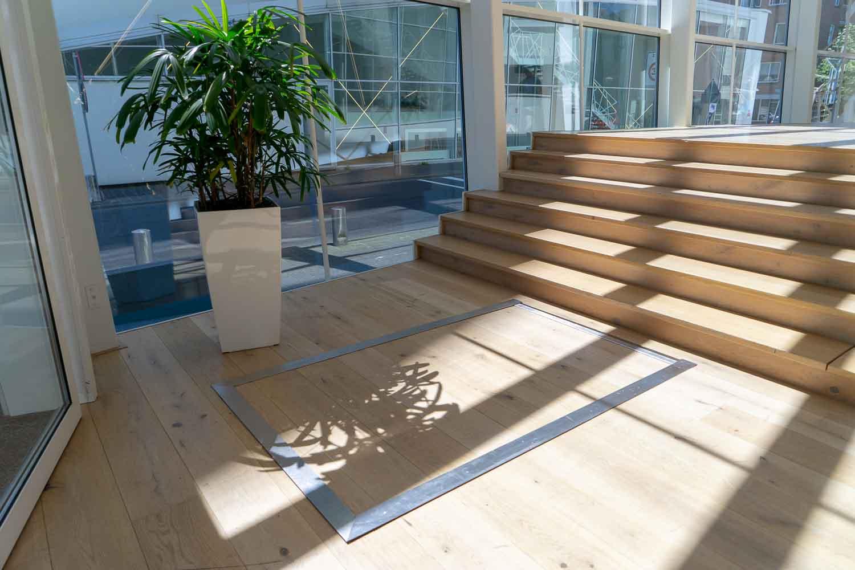 Hydro Plateaulift rustpositie in vloer