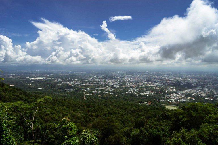 De vallei en stad Chiang Mai