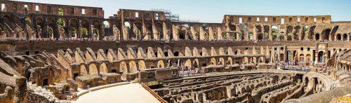 Het Flavisch Amfitheater, beter bekend als het Colosseum, gebouwd in de 1e eeuw na Chr. te Rome, was het grootste amfitheater in het Romeinse Rijk