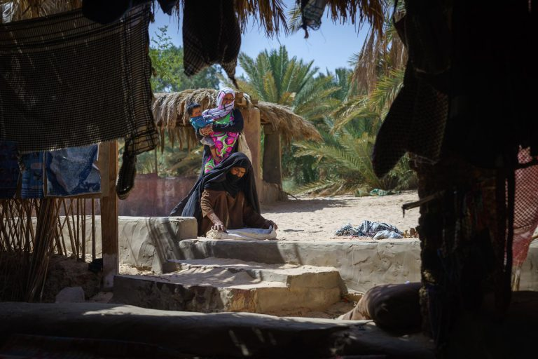Vrouw in oase Sinaï
