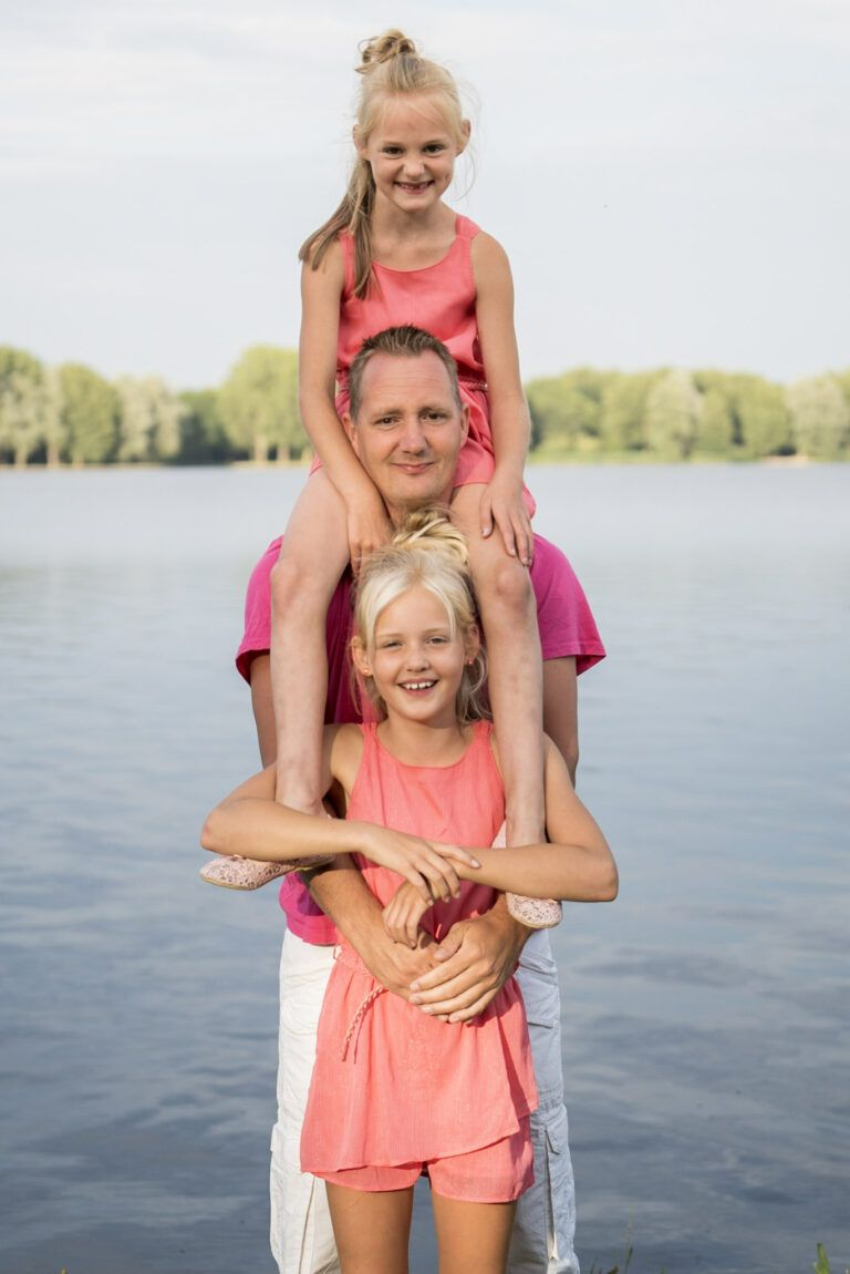 Familie fotoshoot Papa met zijn dochters