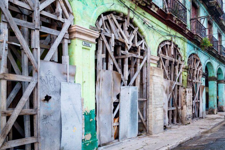Dichtgetimmerde bedrijven in Havana