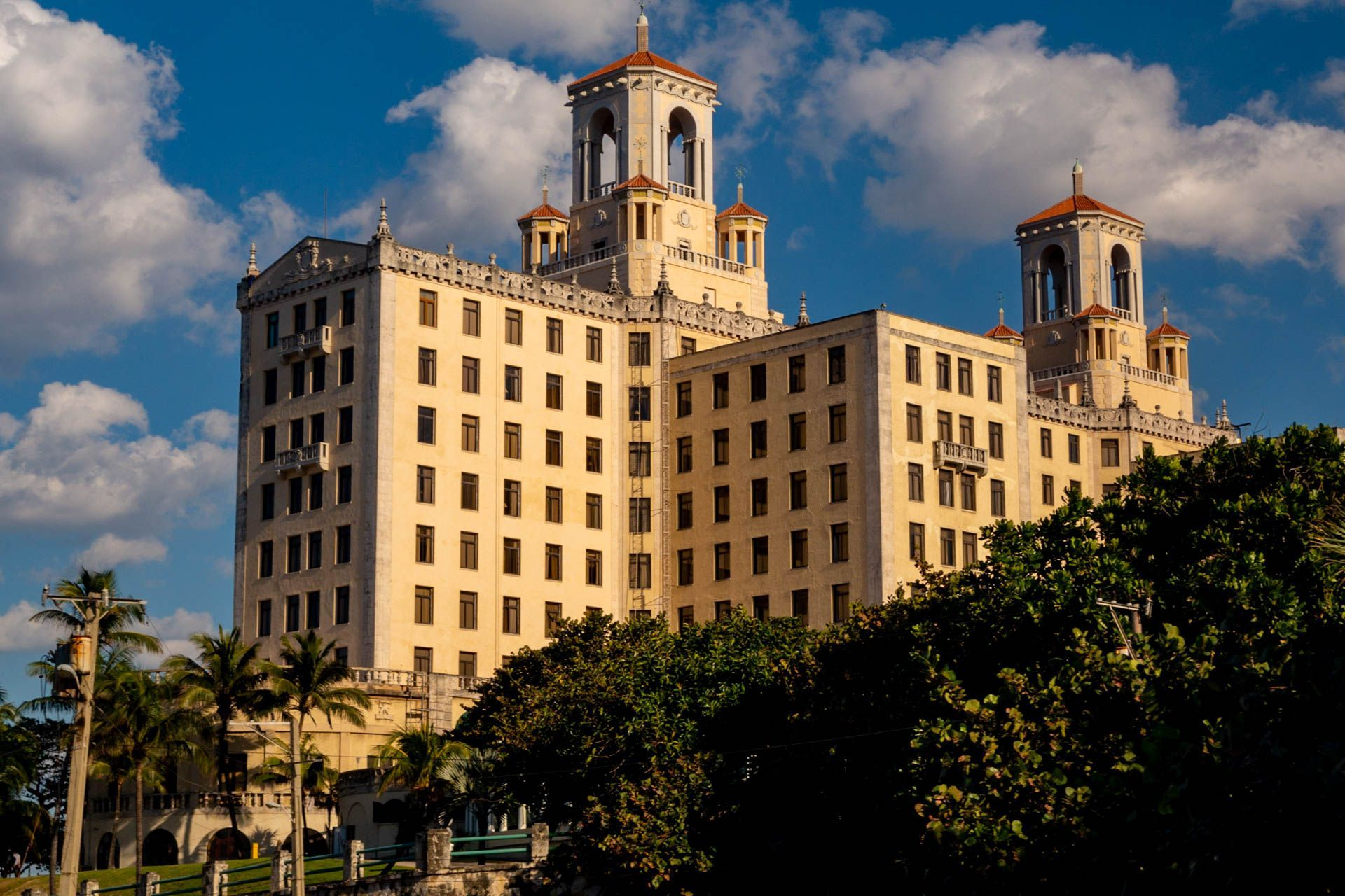 The famous hotel where all the gangsters, musicians, millionairs & political people stayed during the booming days of Cuba