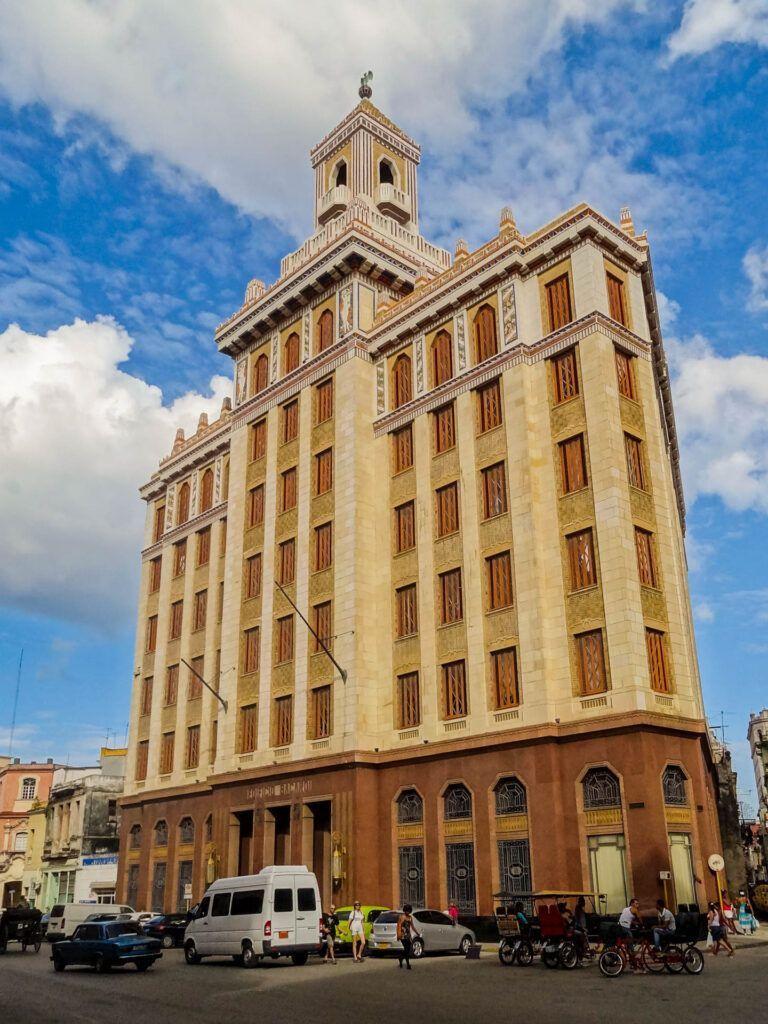 Het originele hoofdkantoor van Bacardi toen deze nog in Havana zat