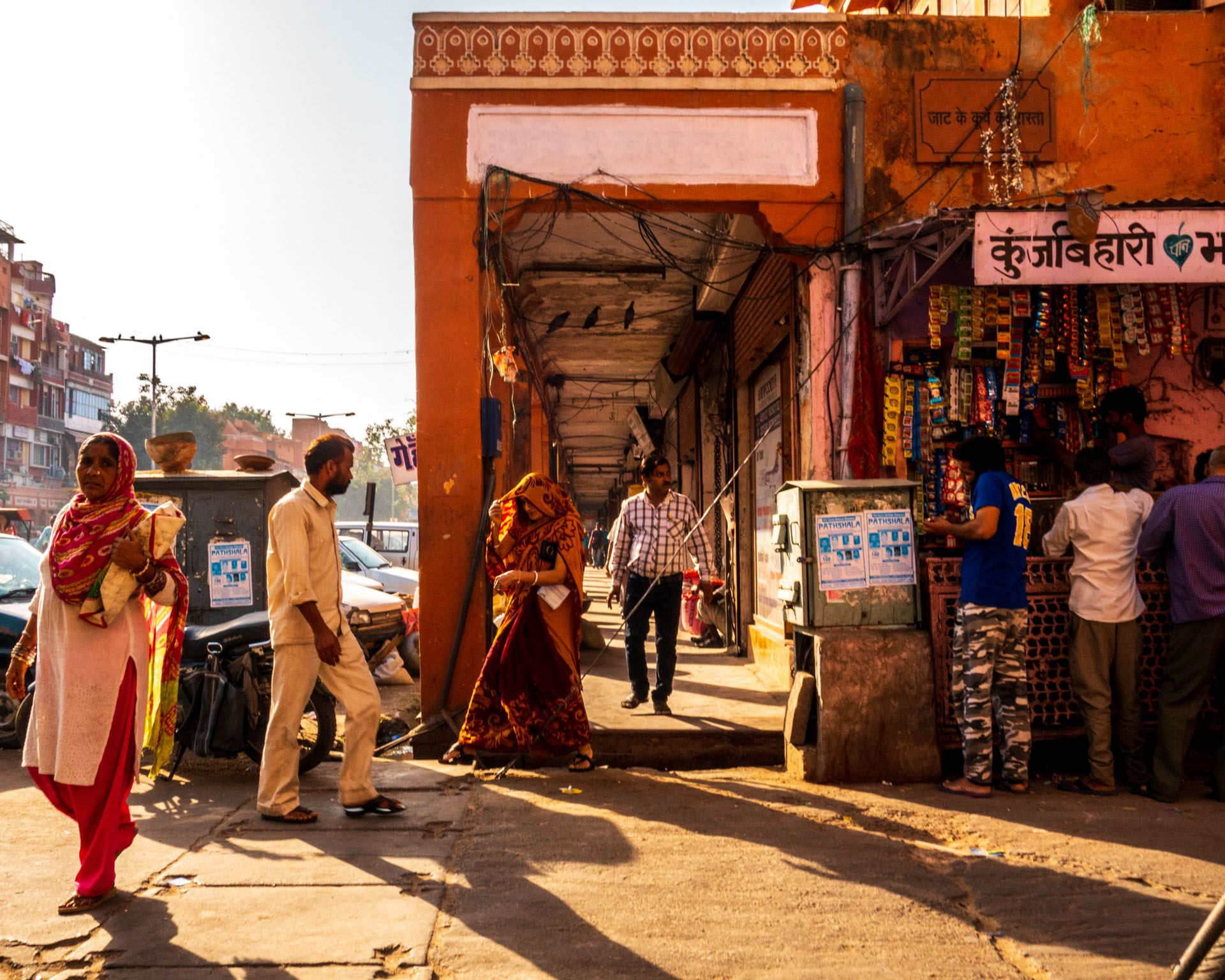 Street scene of old part of Jaipur with the busy markets.