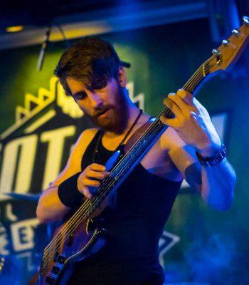 Riot Rock artiesten, bassist